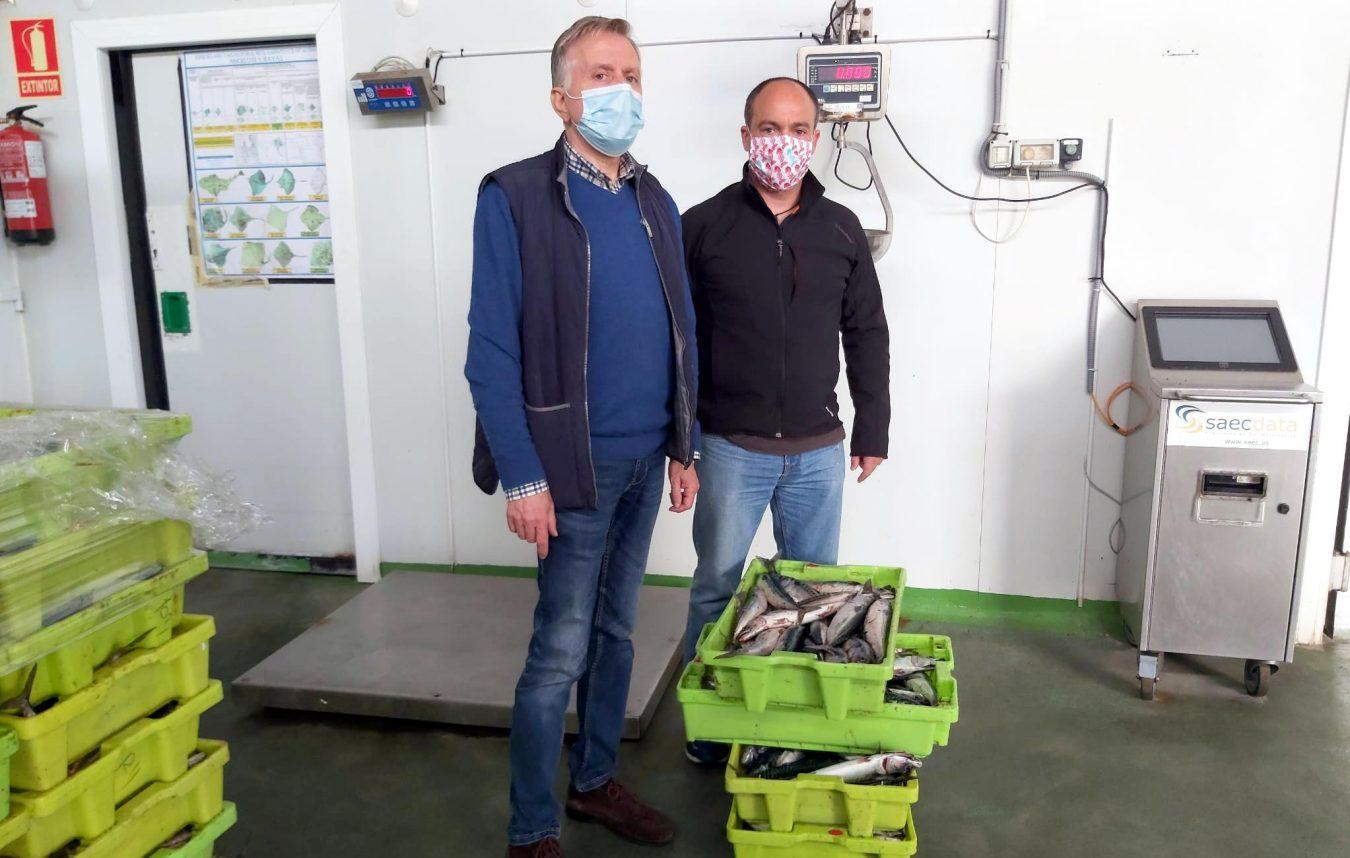La Cofradía de Llanes dona 50 kilos de xarda que se repartirán entre 23 familias del concejo