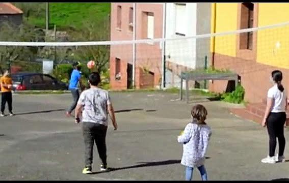 El pueblo de Vibañu edita un vídeo divulgativo sobre las excelencias de su escuela rural