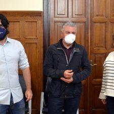 Belarmino Feito, presidente de FADE, visita el Ayuntamiento de Llanes y muestra su apoyo al despliegue de la fibra óptica en el concejo