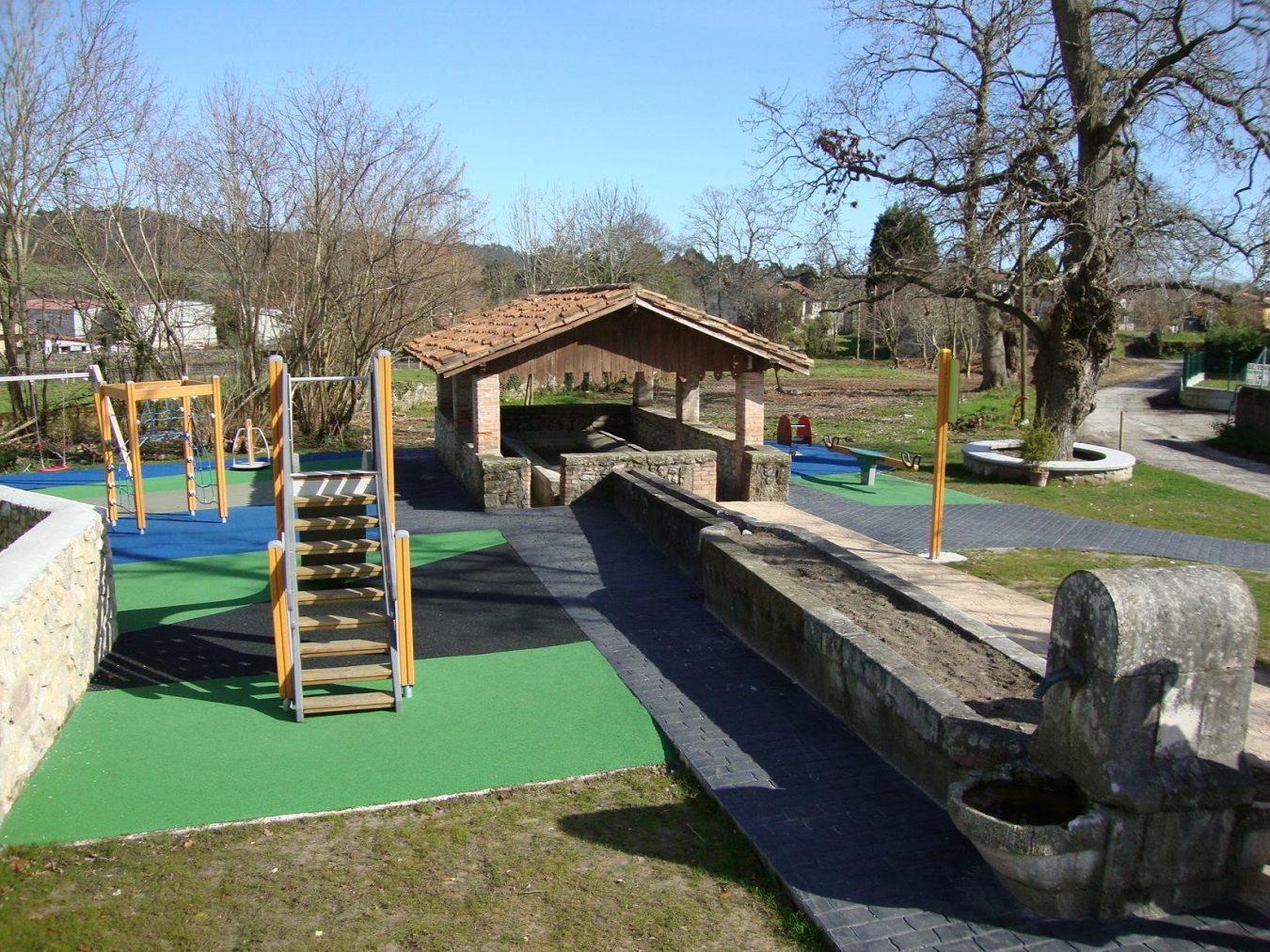 El Ayuntamiento de Llanes sustituirá el cierre perimetral del parque infantil de San Roque