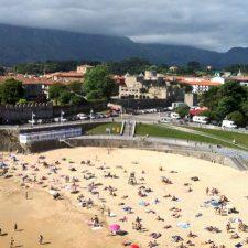 Llanes se prepara para el verano con mejoras en las casetas de la playa El Sablón y en el paseo San Pedro