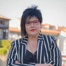 La edil socialista del Ayuntamiento de Llanes, Sandra García, presenta la dimisión tras ser inhabilitada