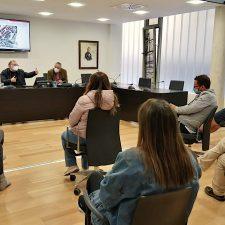 Los hosteleros del Casco Histórico de Ribadesella, los primeros en ser informados sobre la nueva ordenanza de terrazas