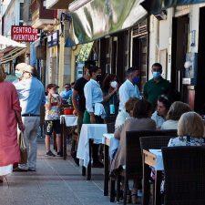 La hostelería asturiana gana tres horas mas en las terrazas, pero solo una en el interior