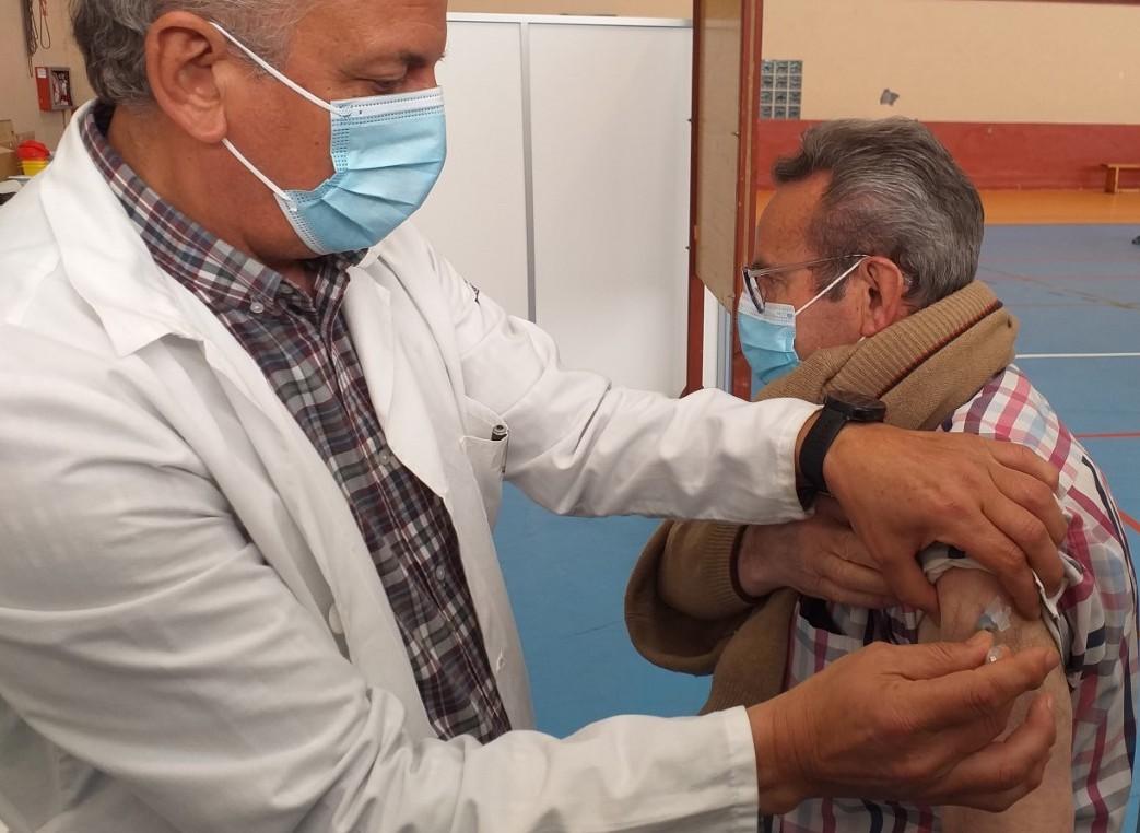 Nuevo record de vacunaciones en el Oriente de Asturias y quejas por el trasiego de pacientes entre municipios