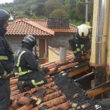 Sofocado el incendio originado en la chimenea de una vivienda en la localidad llanisca de Barro