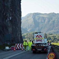 Carreteras corta por obras la N-632 a la entrada y salida de Ribadesella por Lloviu