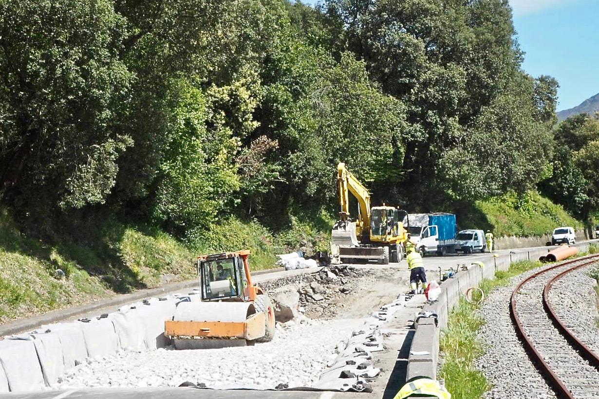 El jueves se espera abrir un carril en la N-632 para la entrada y salida de Ribadesella