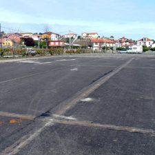 Comienzan la renovación de pista deportiva de Celoriu y la adecuación de un apartamento en las escuelas de Naves