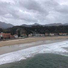 Luis Fuentes pide celeridad en la mejora del saneamiento de Ribadesella para no dañar la imagen de la playa de Santa Marina