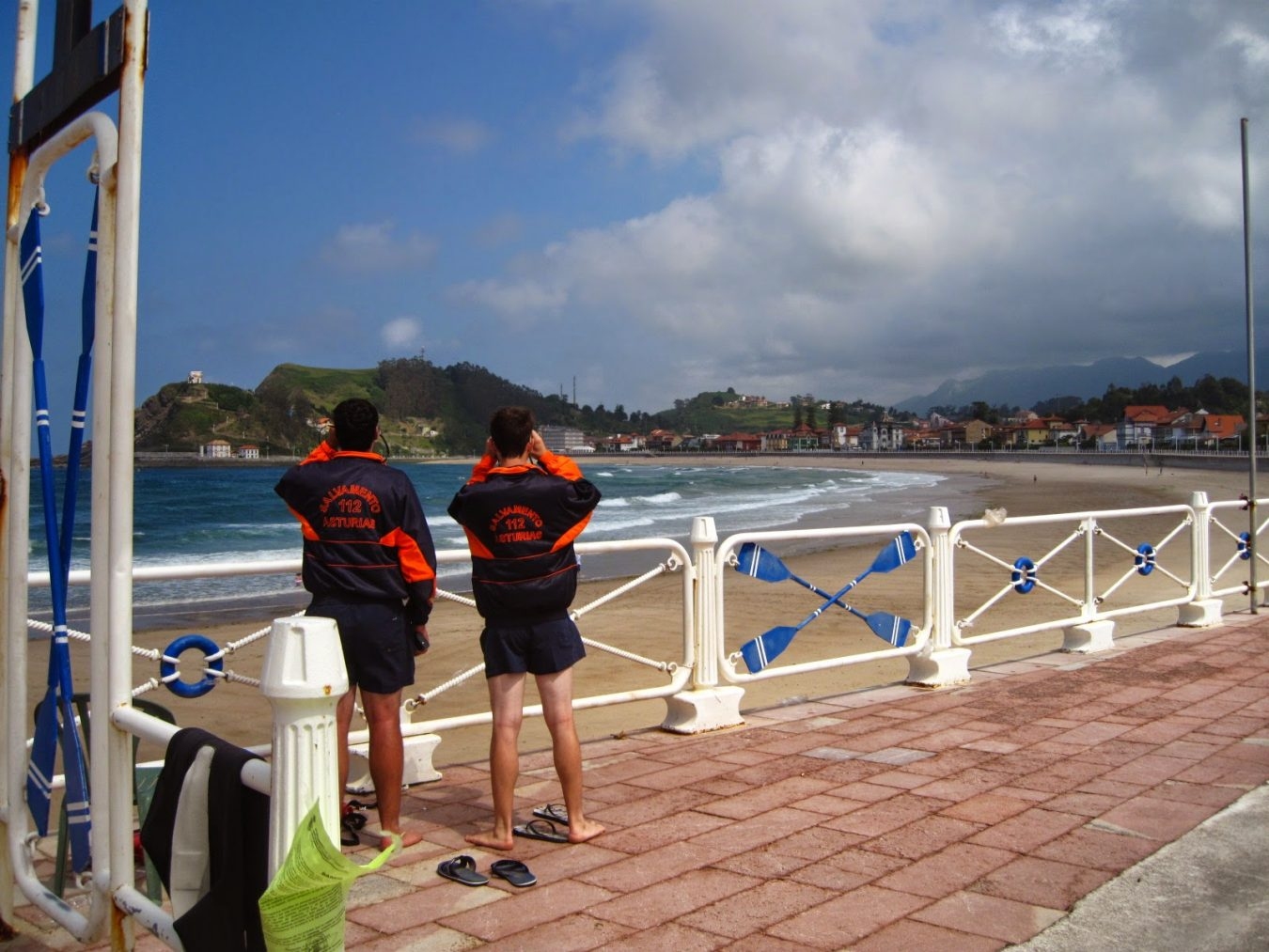 Ribadesella adjudica al Grupo Pebetero el servicio estival de salvamento en sus playas
