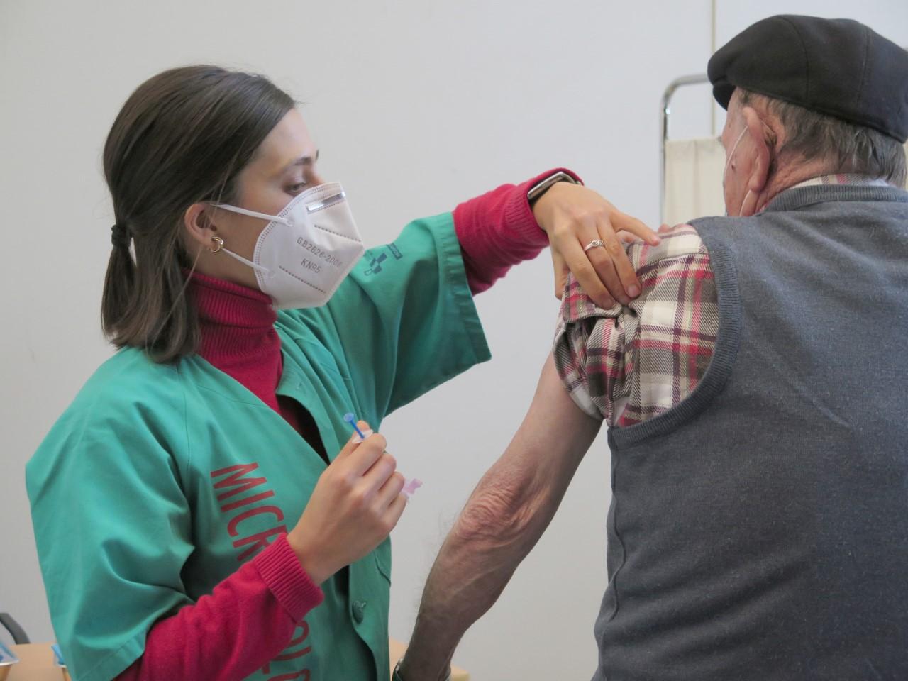 Mas de 2.600 inmunizados en los últimos cinco días en el Oriente de Asturias