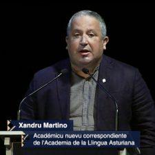 Emoción asgaya en el ingreso del riosellano Xandru Martino en la Academia de la Lengua Asturiana