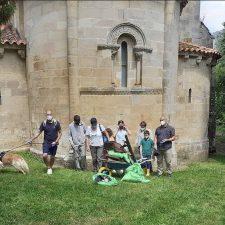 Juntos contra la basuraleza en torno al río Sella y del Monasterio de San Pedro de Villanueva