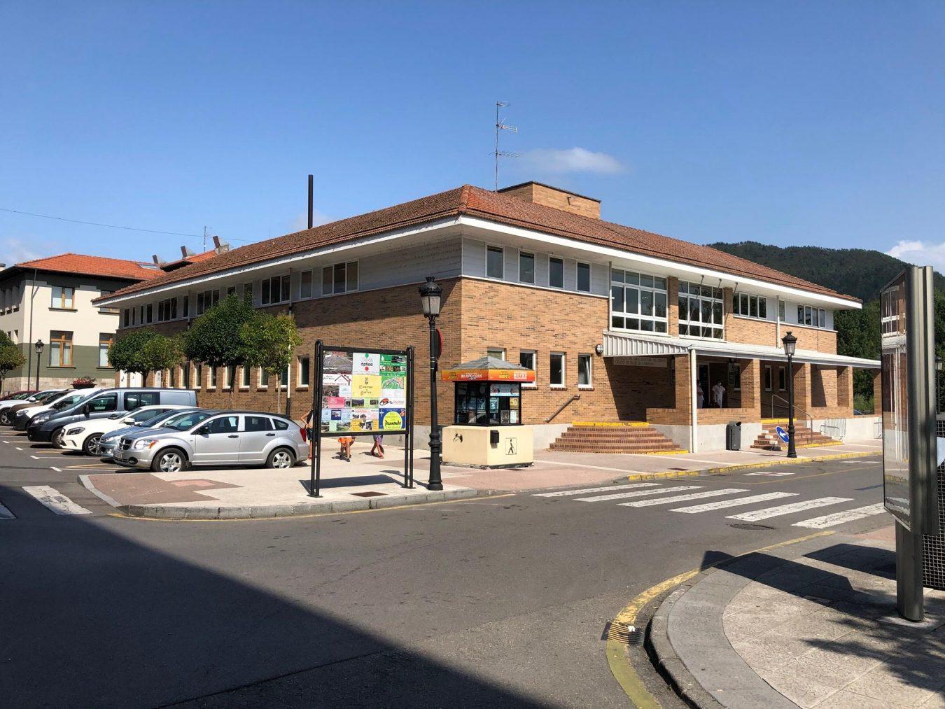 El concejo de Parres, el quinto de la comarca que tiene vacunada a la mitad de su población