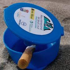 Colunga repartirá cono-ceniceros entre los usuarios de las playas de La Griega y La Isla
