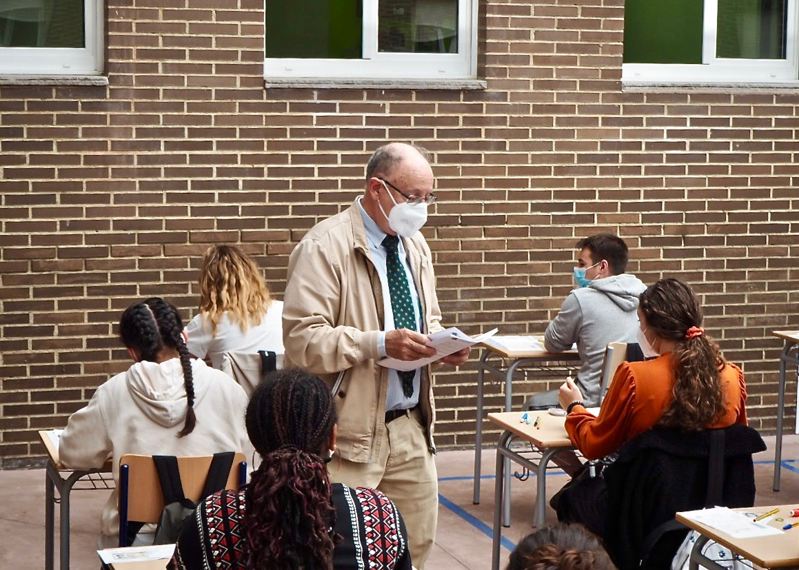 147 bachilleres de la comarca inician las pruebas EBAU en el instituto de Ribadesella y con la presencia de perros policía