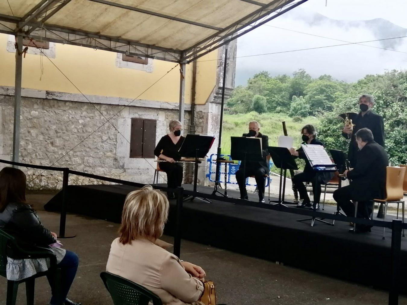 Histórico concierto de la OSPA en Cuerres (Ribadesella), en el Camino de Santiago