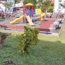 El II Plan de Desbroces de Llanes llega a doce parques infantiles y diez áreas recreativas