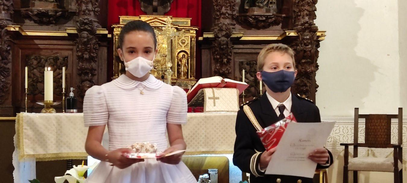 Haydée y Ramón celebran su primera comunión en Benia de Onís