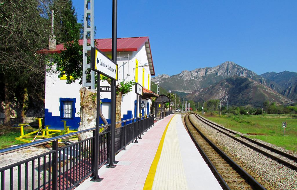 Adif invertirá 2,3 millones para reforzar los taludes de la línea férrea entre Arriondas y Toraño