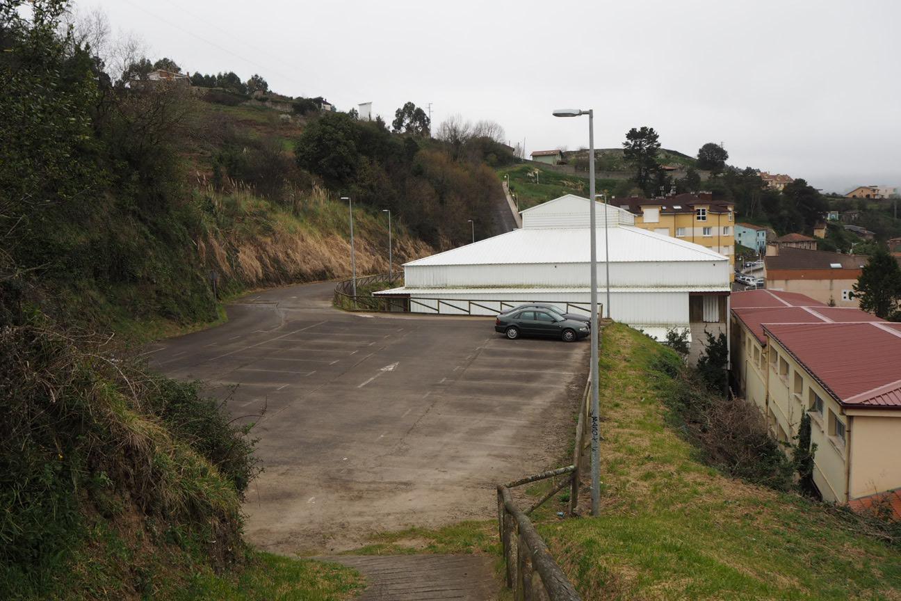 El alcalde de Ribadesella solo se queda con el aparcamiento de La Atalaya y descarta por inviable cualquier otra opción