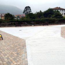 Los vecinos de Bricia ya pueden disfrutar de su remodelada plaza
