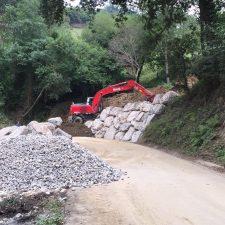 La escollera de la carretera de Sardalla avanza a buen ritmo y podría estar concluida antes de fin de mes