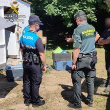 Policía y Guardia Civil inician los controles de los chiringuitos del Sella con una denuncia