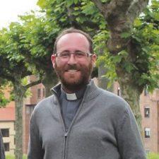 La Colegiata de Covadonga tiene nuevo Canónigo, el granadino David Cueto Rodríguez