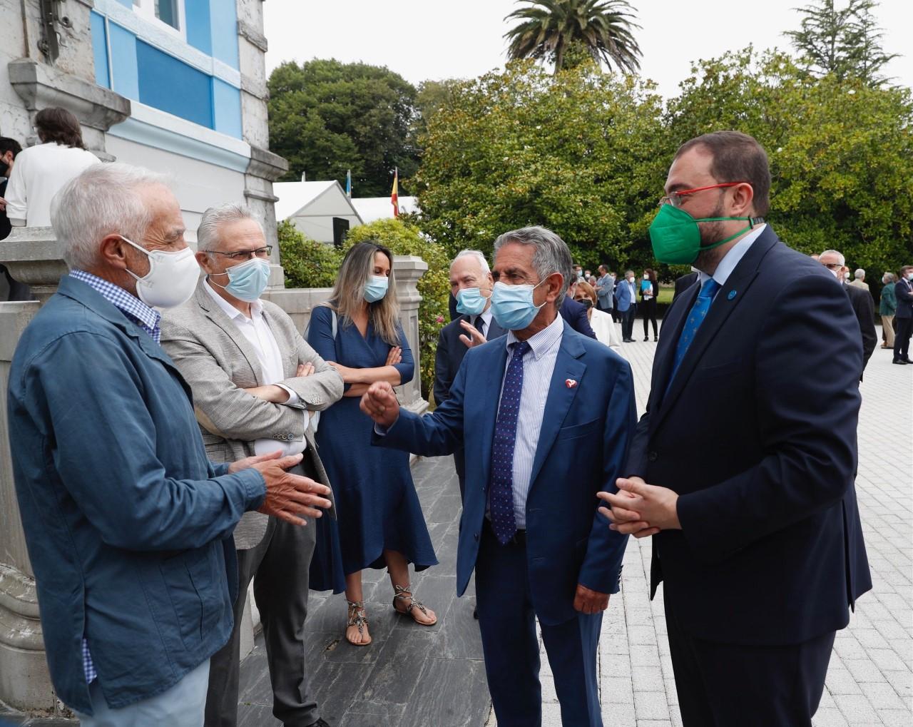 Asturias y Cantabria refuerzan lazos en Colombres y piden la colaboración de sus emigrantes para reanimar la economía