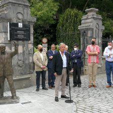 Los emigrantes asturianos ya tienen su estatua-homenaje en Colombres