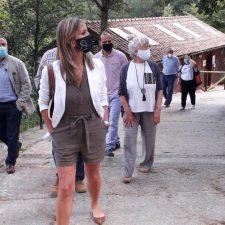 En su vista a Ribadesella, la Viceconsejera de Turismo augura otro verano excepcional para los campings de Asturias