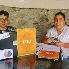 Iyán y Lucía los héroes de Andrín gracias a un trabajo sobre el uso de internet entre las personas mayores