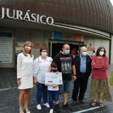 Roberto, un niño de Oviedo, se convierte en el visitante 2.500.000 del MUJA de Colunga
