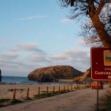 El Ayuntamiento de Llanes buscará un acuerdo con Costas y Principado para mantener sus playas en buen estado