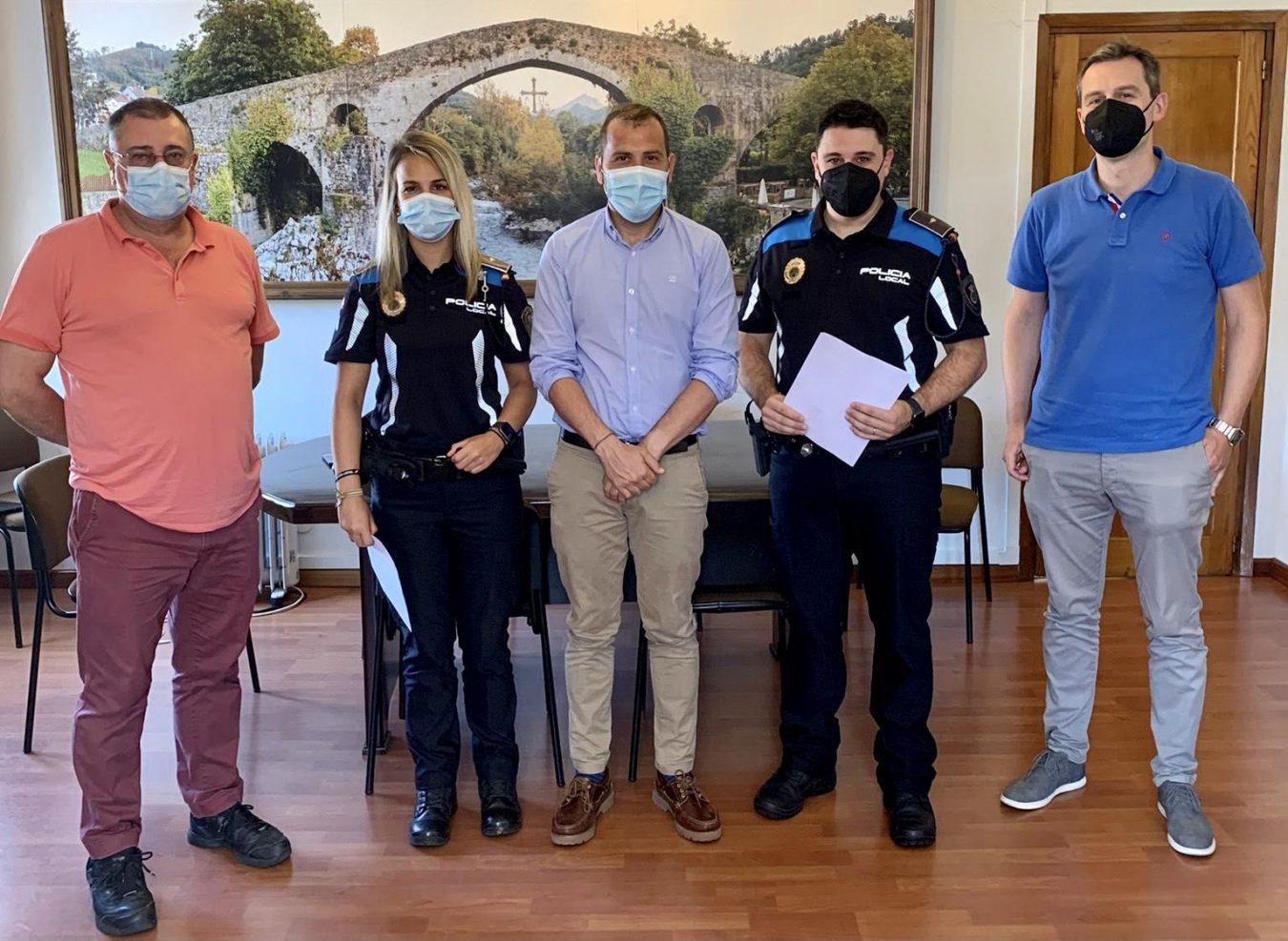 La Policía Local de Cangas de Onís incorpora a dos nuevos agentes funcionarios de carrera