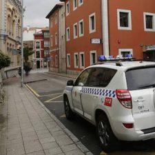 La Policía Local de Llanes sorprende en plena faena a dos grafiteros que han sido denunciados