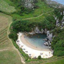 La llanisca playa de Gulpiyuri, en el Top 5 de las mas recomendadas para este verano en España