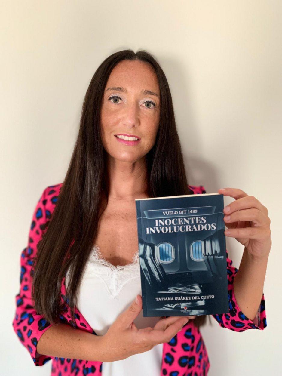 Tatiana Suárez del Cueto, la azafata de Arriondas que estuvo quince días retenida por el ejército de el Chad cuenta su odisea en un libro