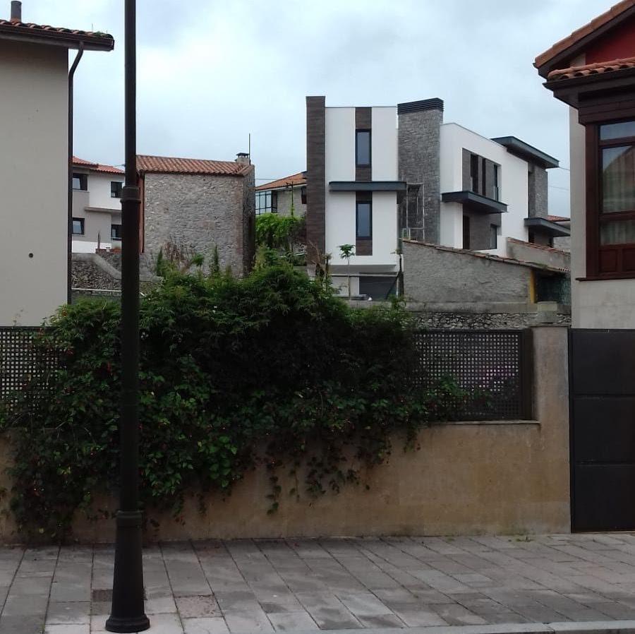 Podemos denuncia irregularidades urbanísticas en una vivienda que se construye en el barrio Bustillo de Llanes