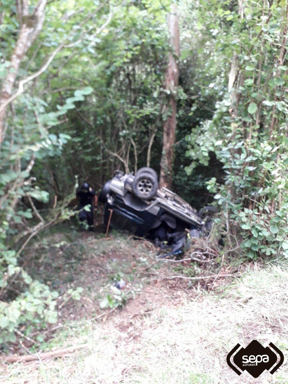 Un herido al volcar con su vehículo en Las Coronas de Parres