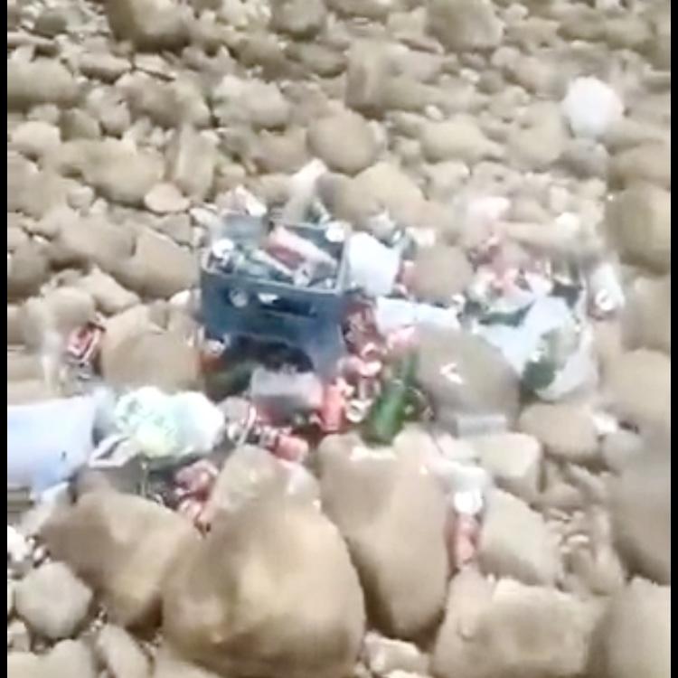 Un vídeo denuncia la basura que los turistas fluviales dejan cada día en el río Sella