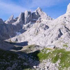 Fallece un escalador de 52 años al sufrir una caída en el Jou de los Cabrones (Cabrales)