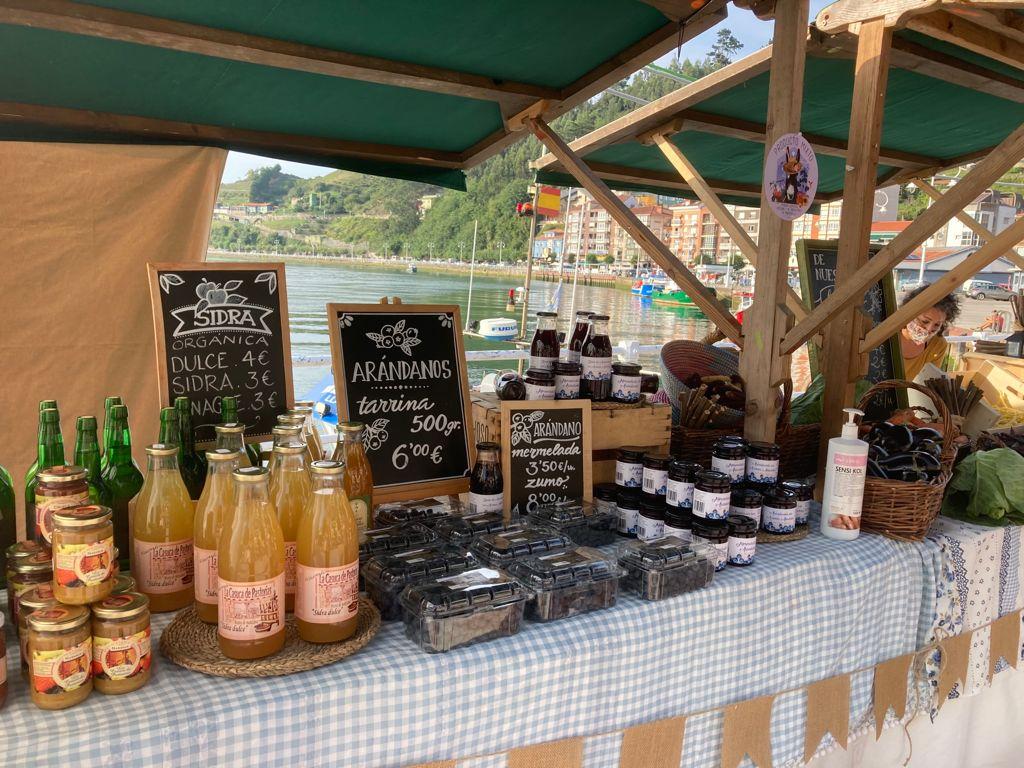 El primer Mercado Ecológico de Ribadesella abre sus puertas en el Paseo Princesa Letizia