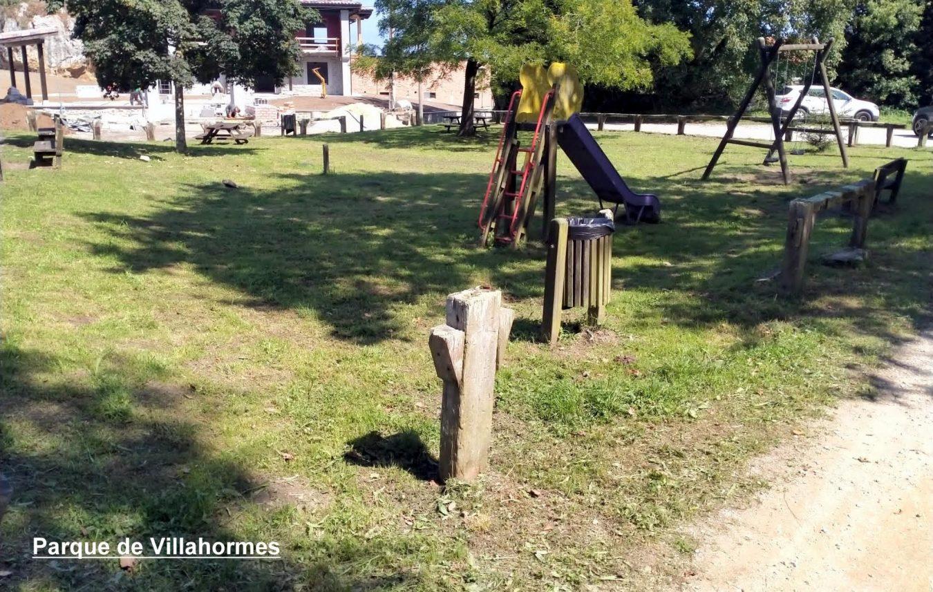El segundo plan de desbroces de Llanes permite limpiar 34 parques infantiles y áreas recreativas