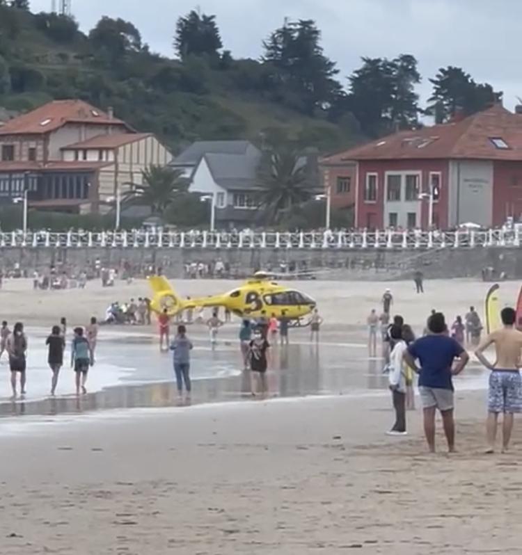 El milagro de Santa Marina finaliza en tragedia. Fallece en el HUCA el madrileño rescatado este lunes en la playa de Ribadesella