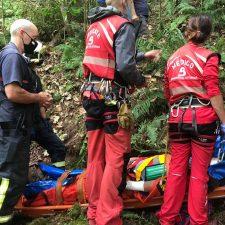 Trasladado al HUCA un hombre de 80 años que sufrió una caída en un monte de Colunga