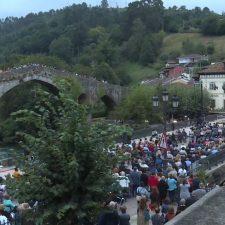 La Noche Celta de Ramón Prada interpretada por la OSPA llena la ciudad de Cangas de Onis
