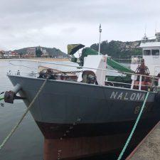 La Nalona llega a Ribadesella para iniciar un dragado que genera muchas dudas